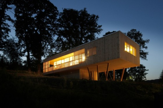 house-under-the-oaks-by-juri-troy-architects