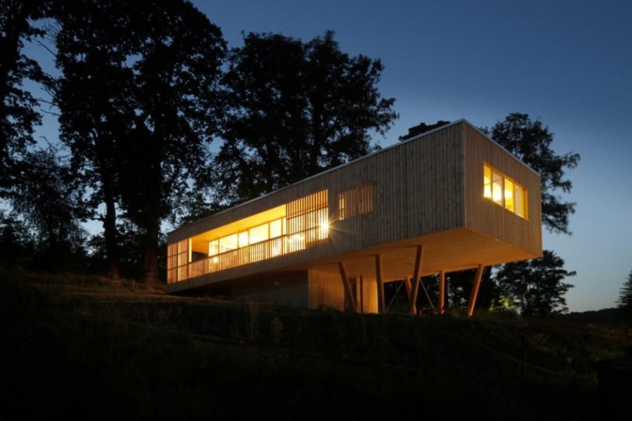 house-under-the-oaks-by-juri-troy-architects